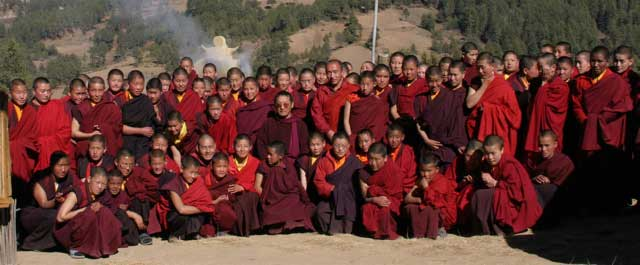 RInpoche_seated_with_everyo